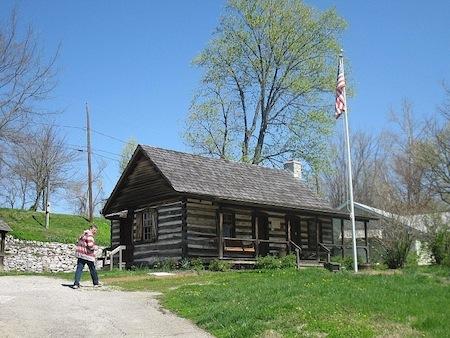Yanda Log Cabin-u