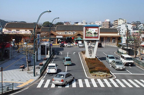 800px-JR_Isahaya_station_2012_March.jpg