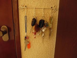 玄関の鍵下