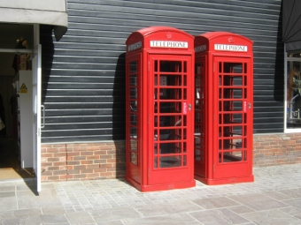 赤い電話ボックス