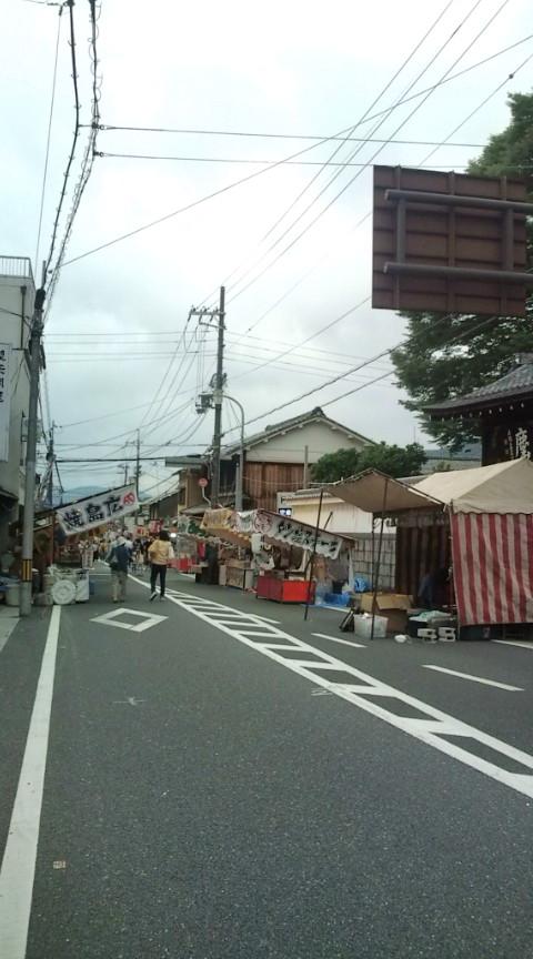 県祭り午前中の屋台
