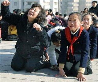 金正日の死に泣き崩れる北朝鮮人民