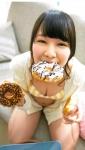 AKB48 小笠原茉由 セクシー ビキニ水着 おっぱいの谷間 胸チラ 上目遣い カメラ目線 ドーナツ咥え 誘惑 高画質エロかわいい画像9413