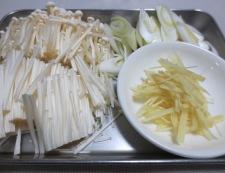 生姜と炒めねぎどっさりのスープ餃子 調理①