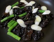 白菜とキクラゲの卵炒め 調理②