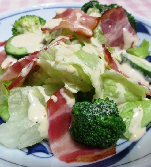 ブロッコリーとカリカリベーコンのサラダ B