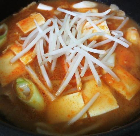 キムチチゲスープ 大調理