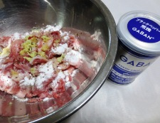 豚こま切れ肉の唐揚げネギソース 調理①
