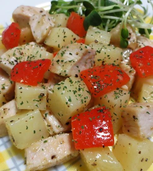 鶏むね肉とじゃがいもの胡椒炒め B