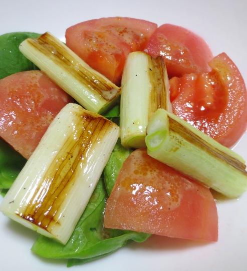焼きネギとトマトのサラダ大