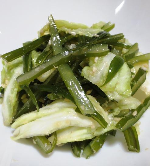キャベツと茎わかめの胡麻サラダ B
