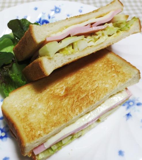 キャベツとハムのサンドイッチ B