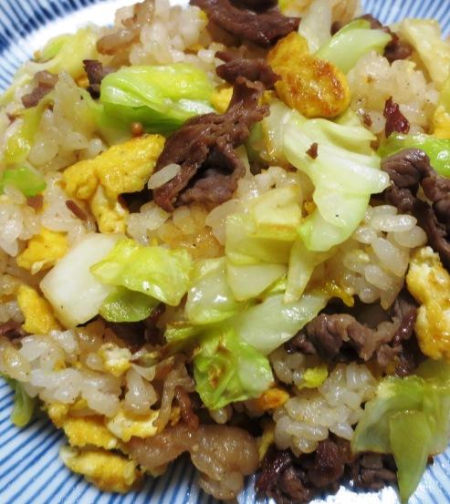 牛肉とキャベツの炒飯 拡大