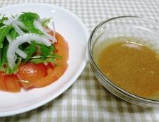 トマトと新玉ねぎのサラダ 胡麻ポン酢ドレッシング 調理