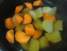 イカと根菜の柚子こしょう煮 調理②