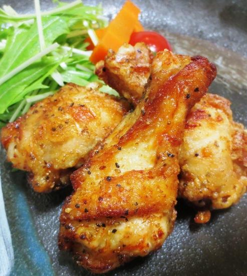 鶏手羽元のレモンペパー揚げ 拡大