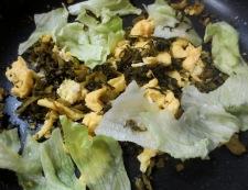 高菜漬けとレタスの炒め物 調理④