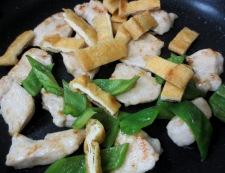 鶏むね肉とお揚げの塩ジャン炒め 調理③