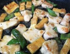 鶏むね肉とお揚げの塩ジャン炒め 調理⑤