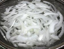 トマト&オニオンサラダ 調理①