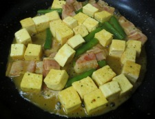 豆腐とベーコンのカレー炒め 調理⑤