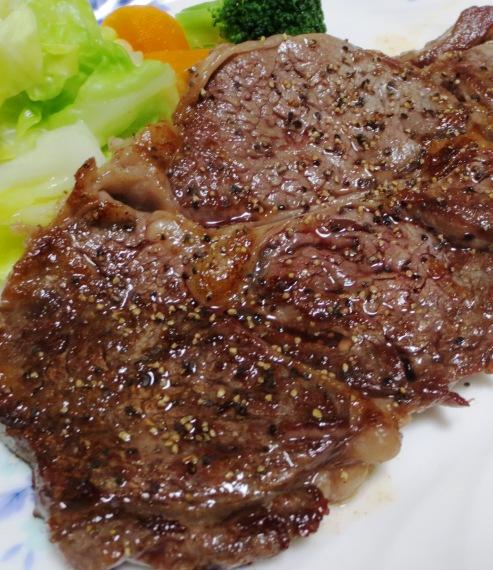 ビーフステーキ ペパー風味 B