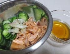 塩鮭ときゅうりの酢の物 調理