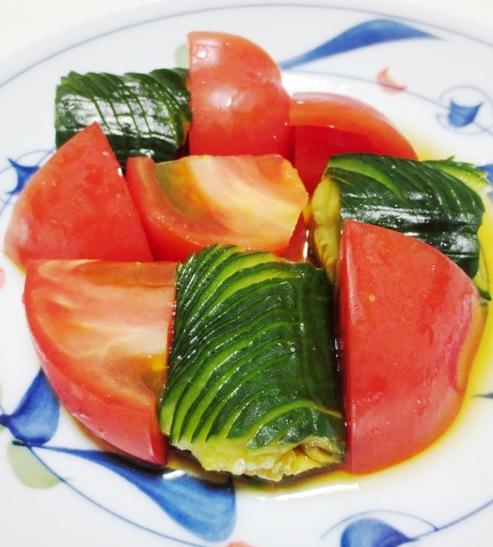 蛇腹きゅうりとトマトのサラダ B