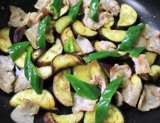 ナスと豚バラ肉の甘味噌炒め 調理④