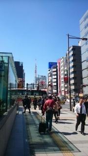 浜松町から東京タワーを望む