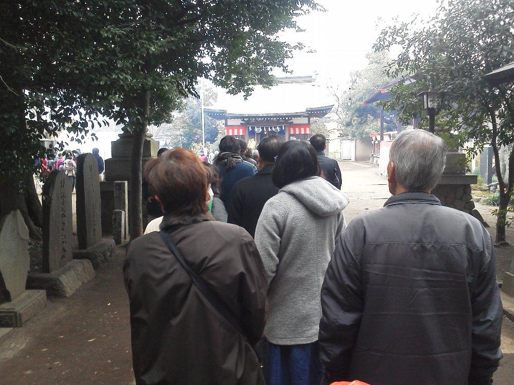 F1000495賑わう岡氷川神社1 1