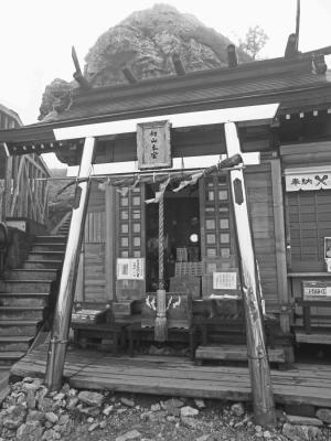Tsurugi-san-shrine.jpg