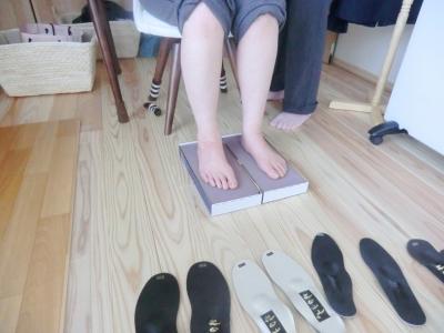 郡山で足圧足もみ整体、骨盤リセットほぐしダイエット、リフレクソロジー、リンパマッサージ_インソールを超えた足裏インソール(姿美人)筋反射テスト