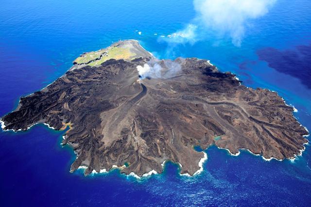 拡大しつつある西之島
