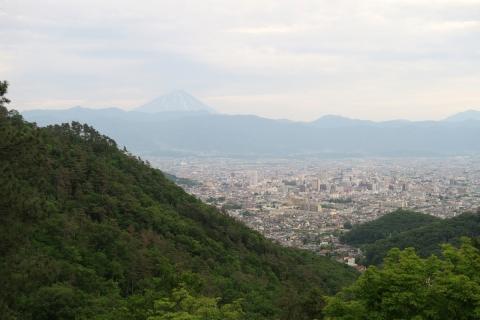 58富士山と甲府の街