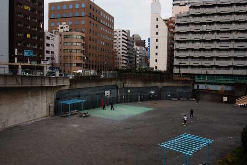 都会の広場2