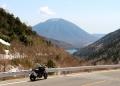 金精峠から男体山と湯ノ湖を望む