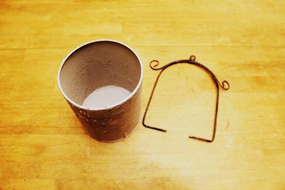 20150529ガラクタを壁掛け用の鉢にリメイク (1)