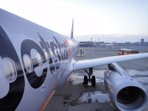2014Jetstar_A320-2.jpg