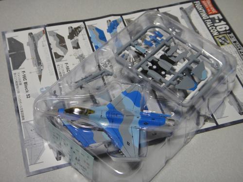 201504F-toys_FIGHTING_FALCON_F-16_2.jpg