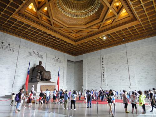 201506National_Chiang_Kai_shek_Memorial_Hall-10.jpg