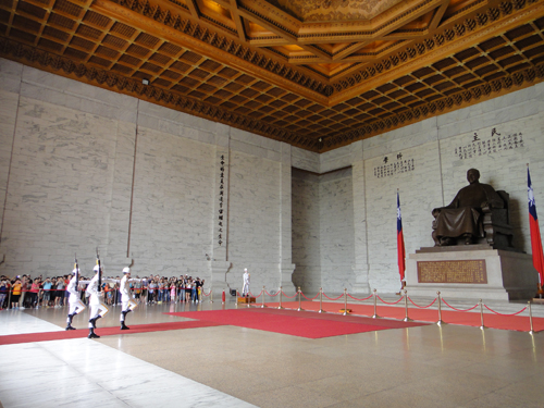 201506National_Chiang_Kai_shek_Memorial_Hall-7.jpg