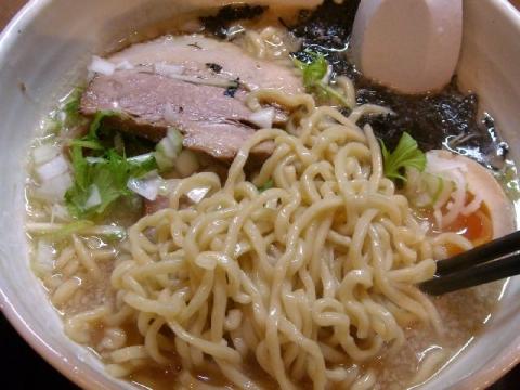 一晃亭・H26・11 背脂醤油ラーメン 麺