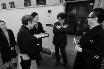 前田憲司先生、紋をかくす仕草