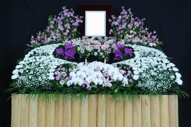 女性らしい花祭壇