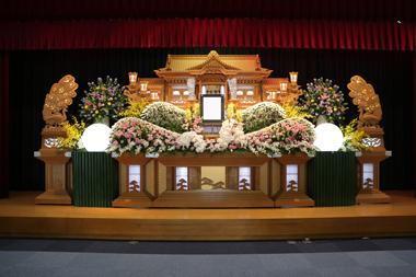 ピンクの花祭壇「想」