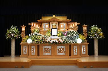 オレンジと黄色の花祭壇「愛」