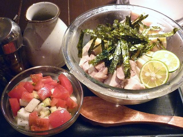 蒸し鶏と蒸し豚の夏野菜香味油まぜうどん