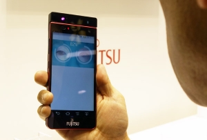 Fujitsu_Iris-recognition_tech_for_smartphone_demo_image.jpg