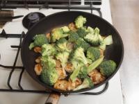 鶏むね肉とブロッコリーの焼きラ42